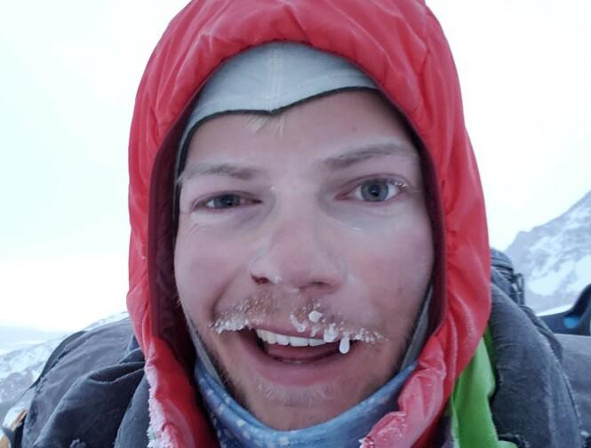 <strong>HØYT FJELL - LAV TEMPERATUR:</strong> Lone på vei opp Denali i iskalde forhold. Foto: Privat