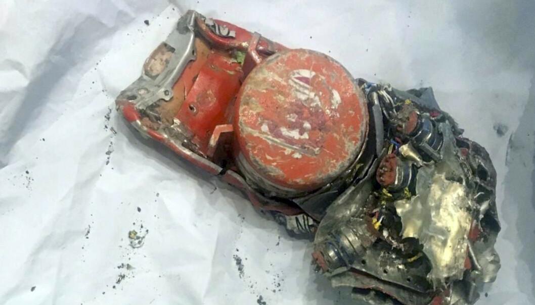 Et bilde som den en franske flyhavarikommisjonen (BEA) har offentliggjort av den ene boksen, viser at den har store skader. Foto: AP/NTB scanpix