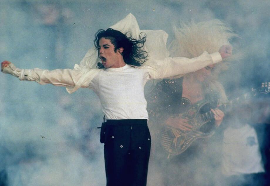 <strong>RYSTENDE BESKYLDNINGER:</strong> Dokumentaren «Leaving Neverland» har sendt sjokkbølger gjennom verden – men det er hele 26 år siden Michael Jackson ble anklaget for overgrep for første gang. FOTO: NTB Scanpix