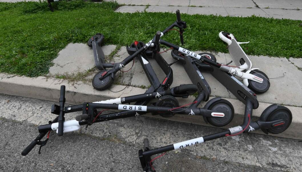<strong>ELEKTRISKE SPARKESYKLER FOR UTLEIE:</strong> Elektriske sparkesykler - også kalt «el-scootere» - får hard kritikk både i skandinaviske storbyer - og i europeiske og amerikanske storbyer. Foto: NTB scanpix