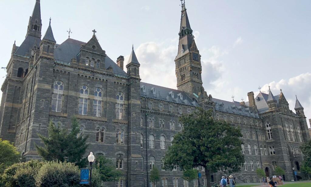 SKANDALE: Skolene det dreier seg om er henholdsvis Yale, Stanford, The University of Southern California og Georgetown - som er avbildet her. Foto: NTB Scanpix