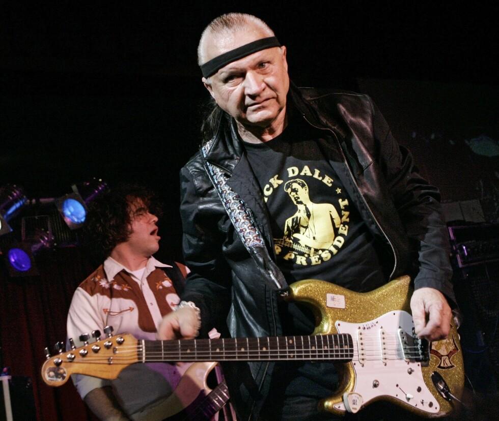 TØFFE DICK: ick Dale i 2007 da han spilte i New York på B.B. Kings Blues Club. Sjekk måten han holder gitaren på. Tøft. Han ga oss surfpop og vi kan bare takke. Foto: NTB Scanpix.