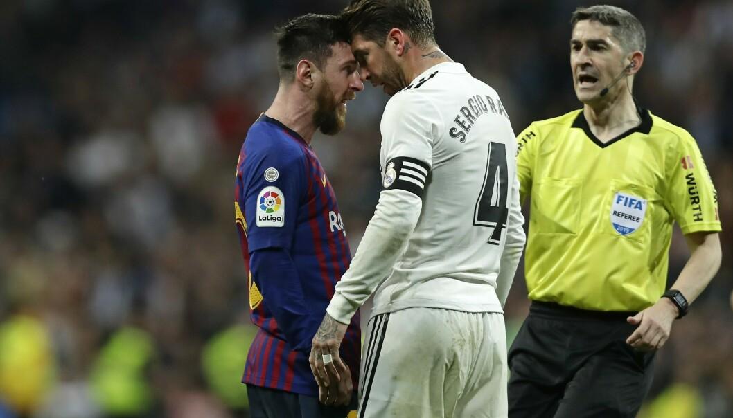 Lionel Messi (til venstre) i et hett øyeblikk mot Sergio Ramos. Foto: Manu Fernandez, AP / NTB scanpix