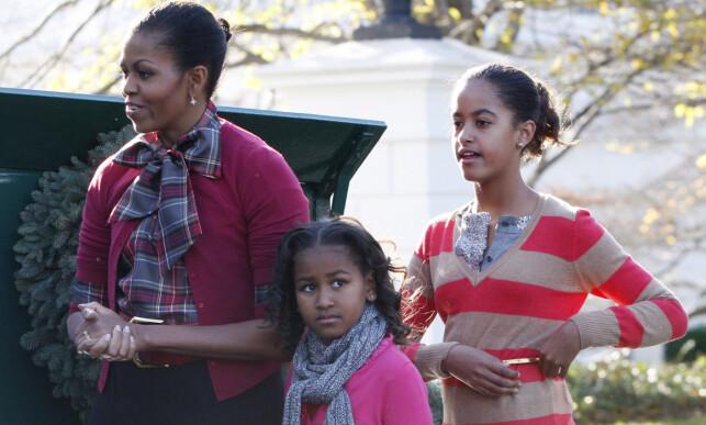 NYTT LIV: Sasha og Malia var henholdsvis sju og ti år gamle da de flyttet inn til Det hvite hus. Her avbildet med mamma Michelle samme år, i 2009. Foto: NTB Scanpix