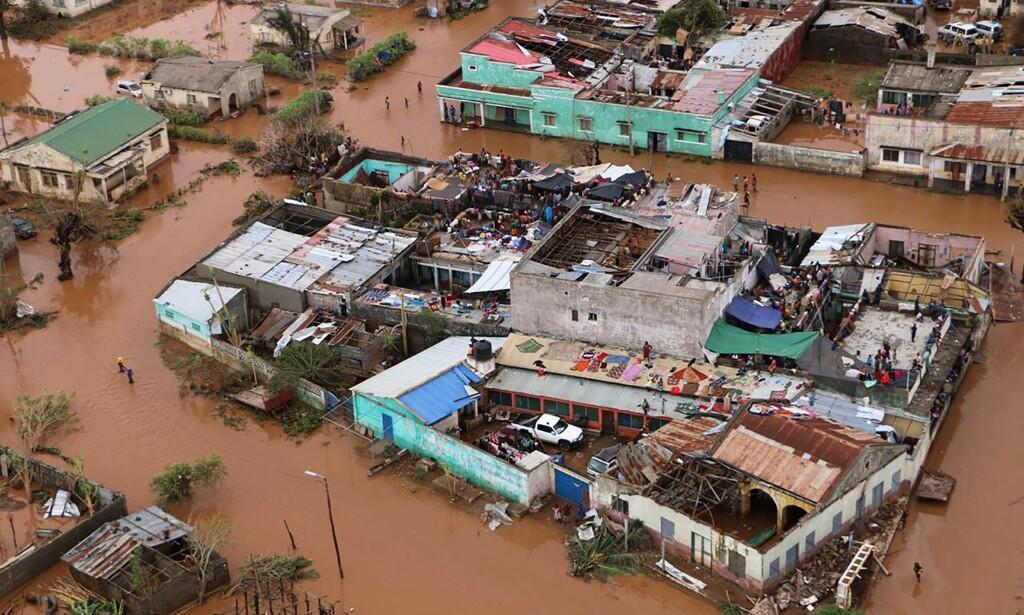 STIGER: Vannstanden fortsetter å stige i katastroferammede Mosambik. Foto: NTB Scanpix