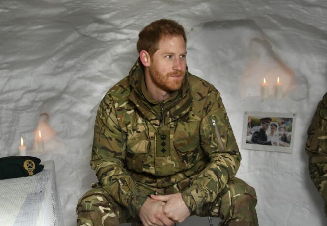 <strong>HEMMELIG GEST:</strong> De britiske soldatene i Nord-Norge hadde gjort det hjemmekoselig for prins Harry under iglo-besøket. Foto: NTB Scanpix