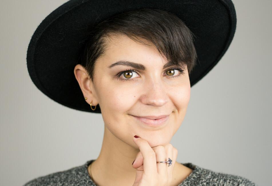 SLETTET FACEBOOK: Nadia valgte å ta en seks ukers detox fra alle sosiale medier. - Jeg ville se hvordan bruken av disse påvirket psyken og hverdagen min, sier hun. FOTO: Privat