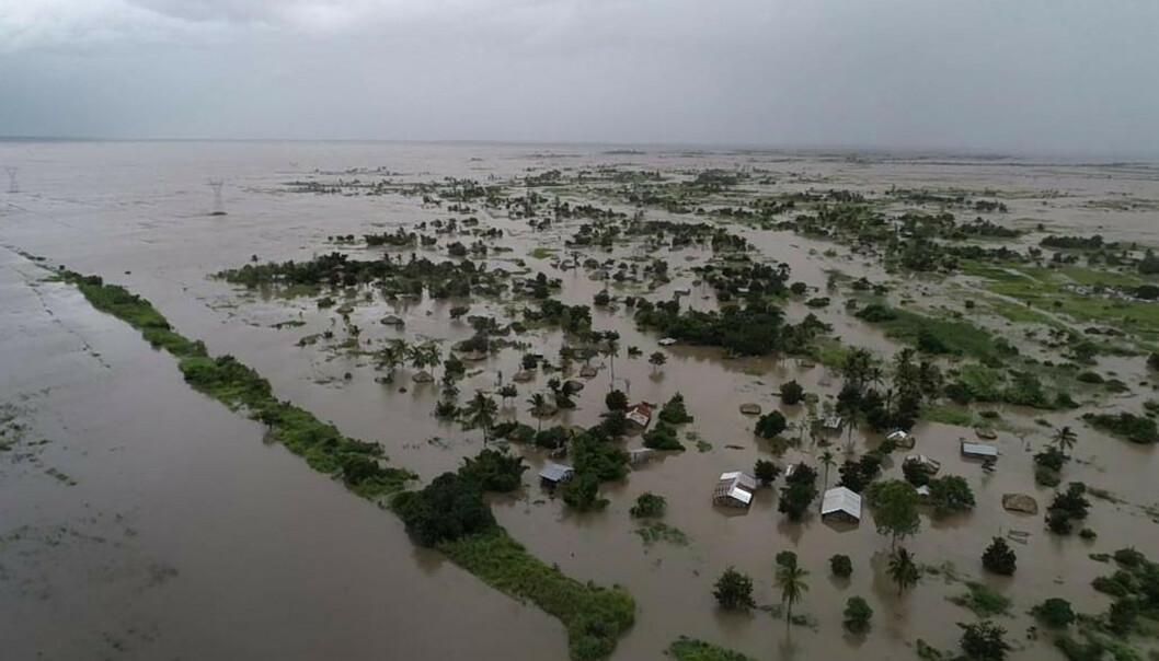 Oversvømte områder har smeltet sammen til en stor innsjø i Zambezia-provinsen i Mosambik. Innsjøen er rundt 5 mil bred, og flomvannet dekker områder hvor det ligger gårder og landsbyer. Foto: WFP / AP / NTB scanpix
