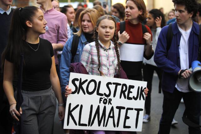 OPPRØR: Det var den svenske 16-åringen Greta Thunberg som sparket i gang elevopprøret som har spredd seg verden rundt. Her leder hun en marsj med tusenvis av franske elever i Paris 22. februar. Foto: François Mori, Ap/NTB scanpix.