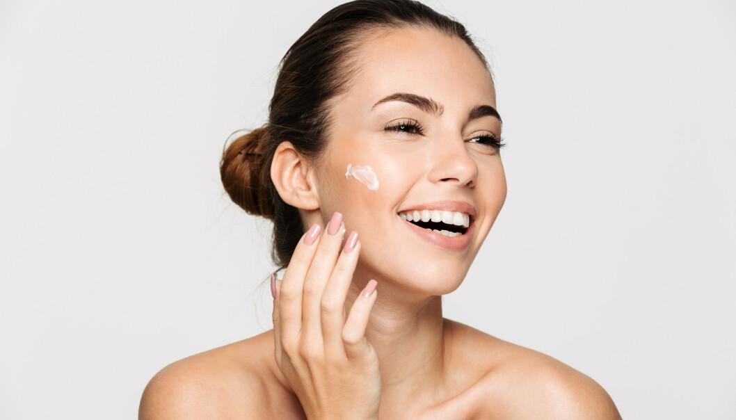 HUDPLEIE: Avhengig av hva slags hud du har er det noen ting det kan være lurt å se etter i hudpleieproduktene. FOTO: NTB Scanpix