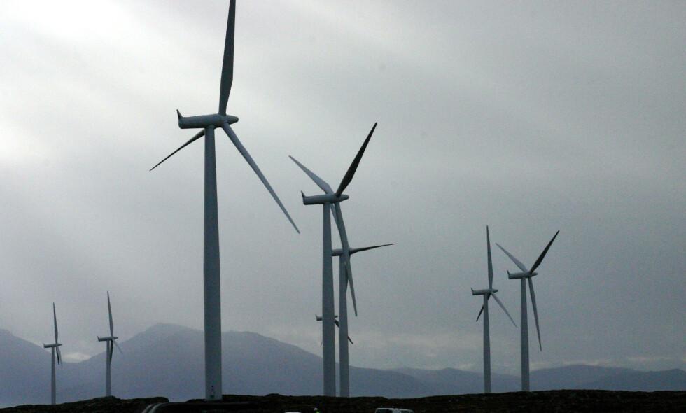 STRAMMER INN: Regjeringen la fram ny stortingsmelding om strengere regler for vindkraft på land for alle nye konsesjoner, og Stortinget vedtok ny gjennomgang av vedtatte konsesjoner. Foto: NTB Scanpix