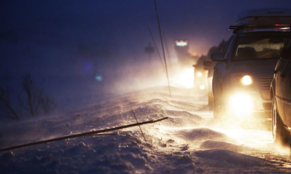 Vegvesenet velger kolonnekjøring i sterk vind og snøføyke, og noen ganger må fjellovergangene stenges helt. Illustrasjonsfoto: Kyrre Lien / NTB scanpix