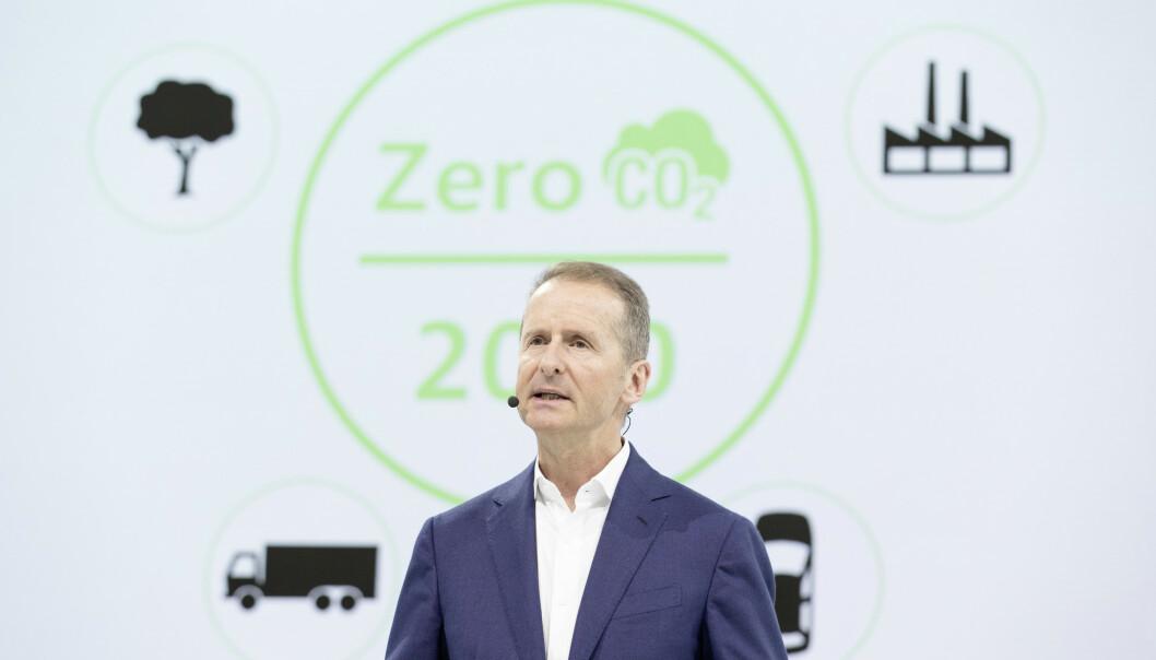 NULLVISJONEN: Dr. Herbert Diess, styreformann i VW under fremleggelsen av årsrapporten for 2018. Foto: VW