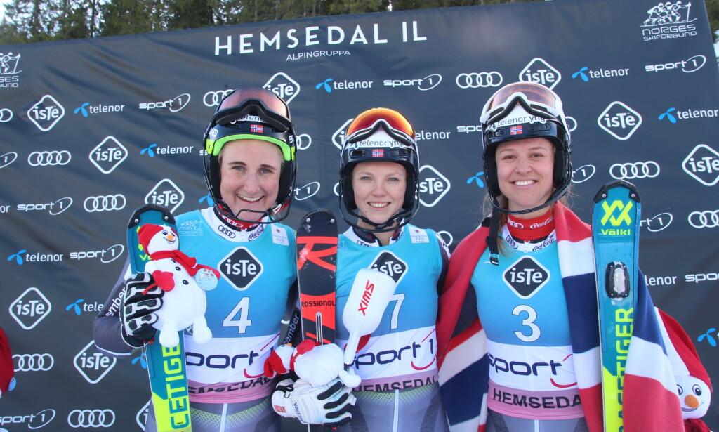 GULL: Maren Skjøld (f.v) og Kristin Lysdahl delte NM-gullet i slalåm. Mina Fürst Holtmann tok bronse. Foto: Claes-Tommy Herland/Norges Skiforbund / NTB scanpix