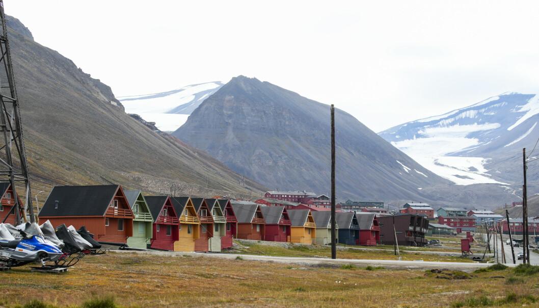 OPPVARMET: Observasjoner på Svalbard lufthavn viser at temperaturen i gjennomsnitt har steget med 5,6 grader siden 1961. FOTO: Foto: Lise Åserud / NTB scanpix.