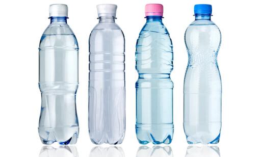 VELG RETT: Drikker du mye juice, lettbrus og vann med smak, bør du sjekke tennene jevnlig for syreskader. Foto: NTB Scanpix