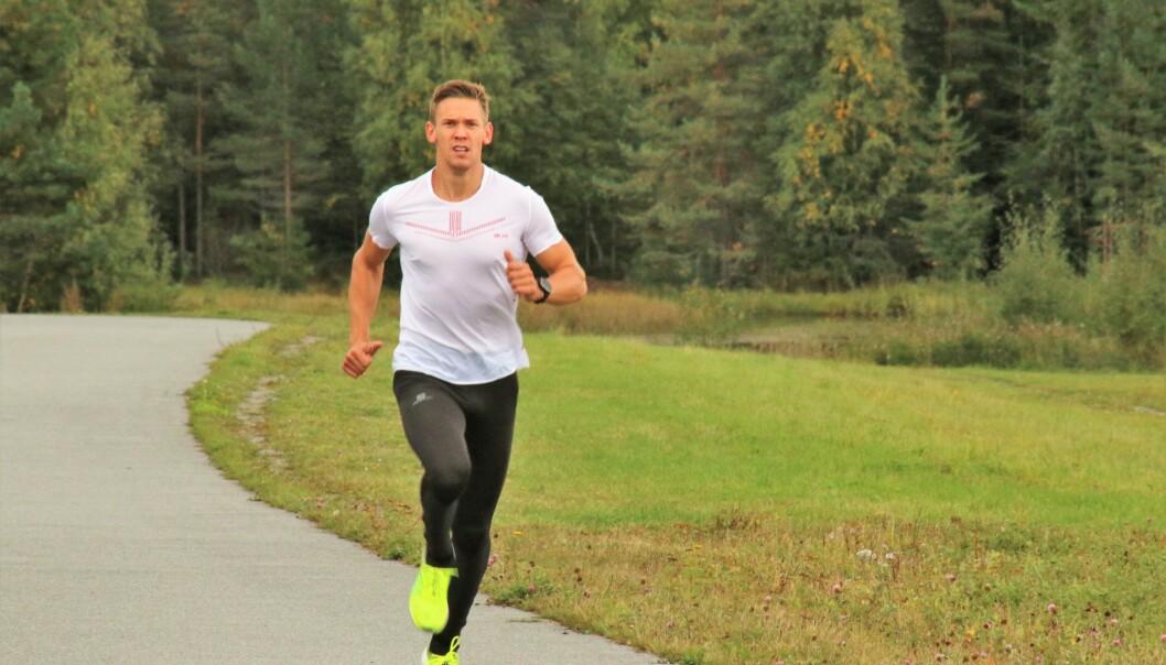 <strong>VONDT MELLOM LÅRENE:</strong> Sebastian Conrad Håkansson kommer aldri mer til å løpe med dårlig bokser. Foto: Halvor Ekeland.