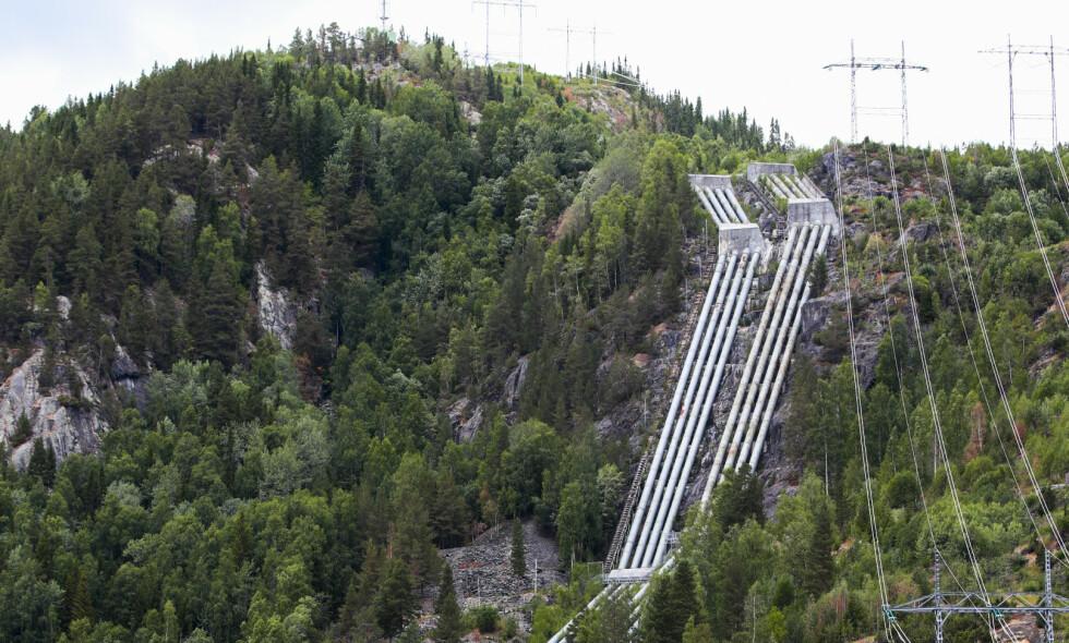 Nore I er et kraftverk som utnytter fallet mellom Tunhovdfjorden og Uvdalselva, som utgjør nedre vannspeil (Rødbergdammen) ved tettstedet Rødberg sentrum i Nore og Uvdal kommune i Buskerud. Kraftverket er heleid av Statkraft. Det er tørke i Norge. Foto: Lise Åserud / NTB scanpix