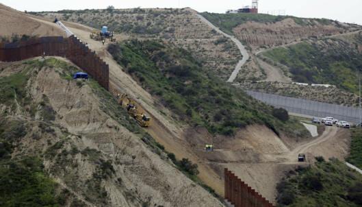 Pentagon setter av en milliard dollar til grensemur