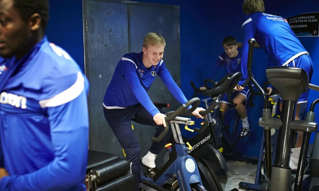 «AGAINHO»: -I Stabæk og på NTG har jeg alle muligheter til å bli god, med gode trenere og bra treningsopplegg, sier Oscar Aga, her i oppvarming før formiddagstreninga sammen med lagkameratene i Stabæk.
