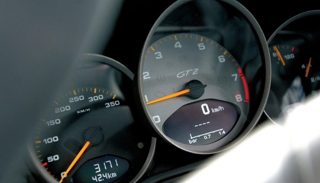 <strong>Intelligent hastighetsassistanse:</strong> EU vil innføre flere sikkerhetsfunksjoner i nye biler fra 2022. Foto: Evo/Rex/Rex Shutterstock
