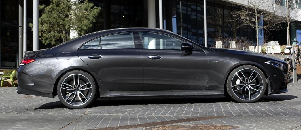 <strong>LANG OG LEKKER:</strong> Mercedes har <i>overkill</i> av modeller om dagen. GLS, E-klasse coupé og firedørs GT er bygget på samme plattform og slåss om de samme kundene. Akkurat denne motoren har de faktisk til felles også. Foto: Rune M. Nesheim