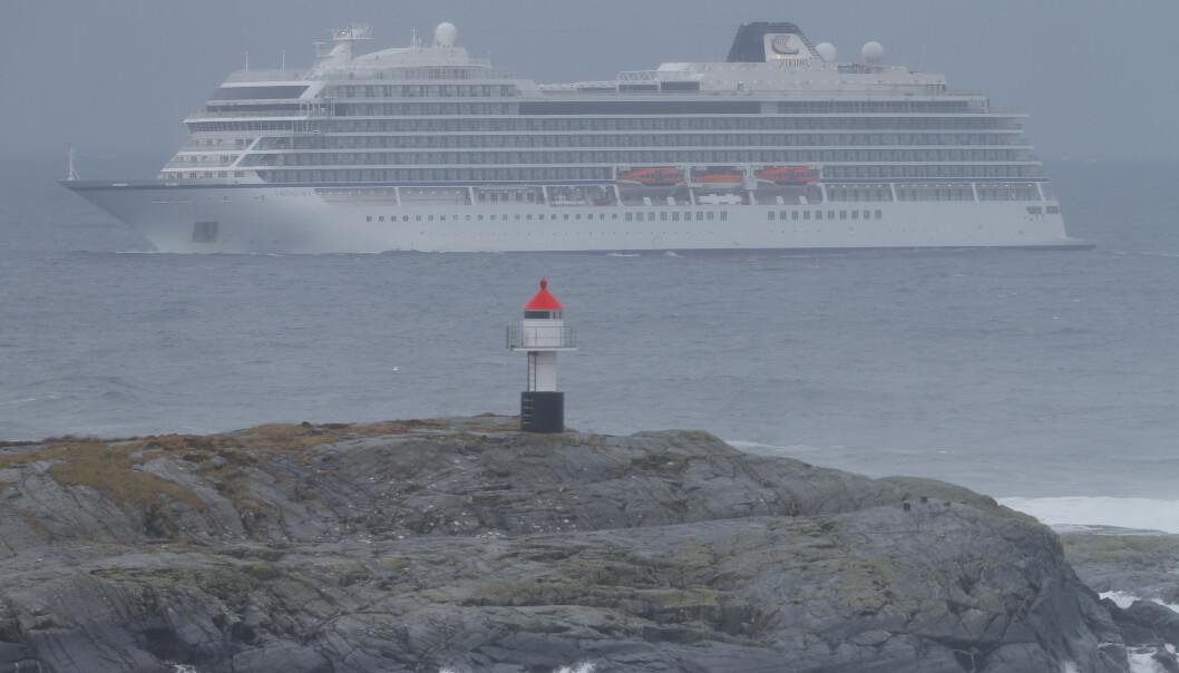 Søndag var cruiseskipet Viking Sky på vei mot Molde etter problemene som oppsto på Hustadvika i Møre og Romsdal lørdag. Foto: Svein Ove Ekornesvåg / NTB scanpix