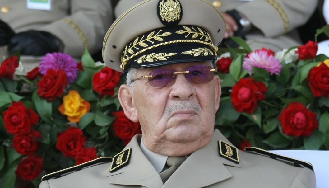 Algeries forsvarssjef, general Ahmed Gaed Salah, sier president Abdelaziz Bouteflika ikke lenger er skikket til å lede landet og at han må avsettes. Foto: AP / NTB scanpix
