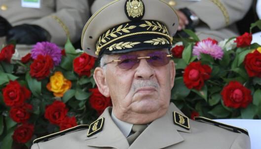 Algeries forsvarssjef krever presidenten avsatt