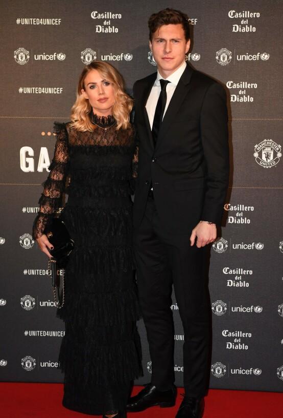PROFILERT PAR: Manchester United-stjernen Victor sammen med Maja på toppklubbens UNICEF-galla på Old Trafford i Manchester i november 2017. Foto: AFP/ NTB scanpix
