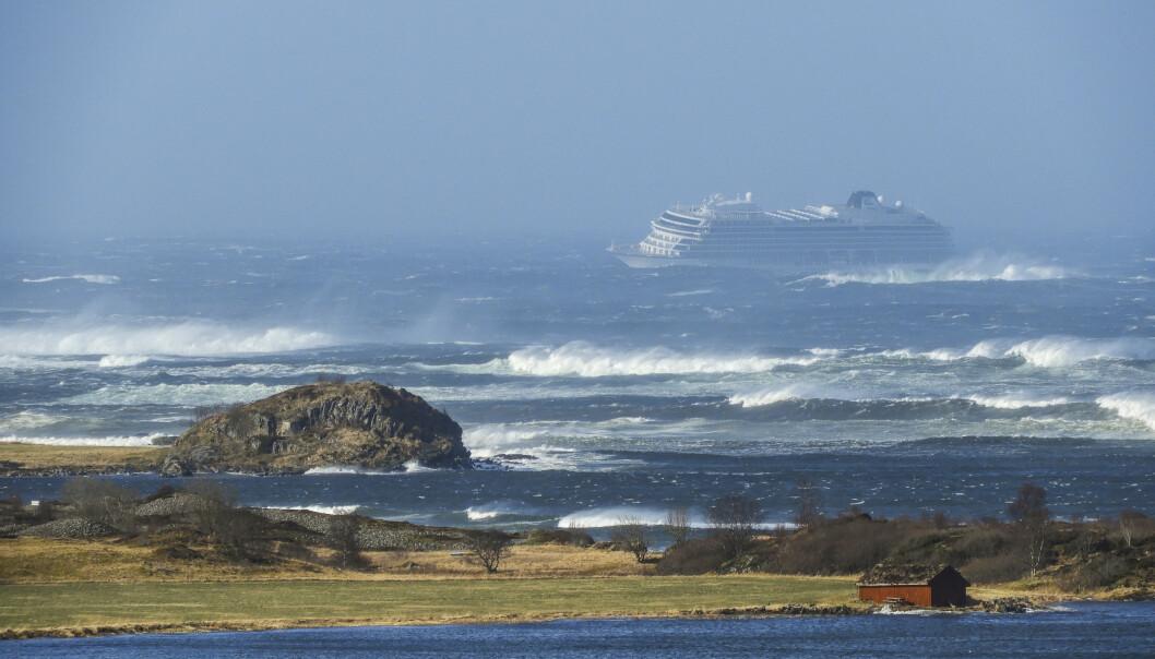 Cruiseskipet Viking Sky fikk motorstans ved Hustadvika i helgen. Foto: Frank Einar Vatne / NTB scanpix