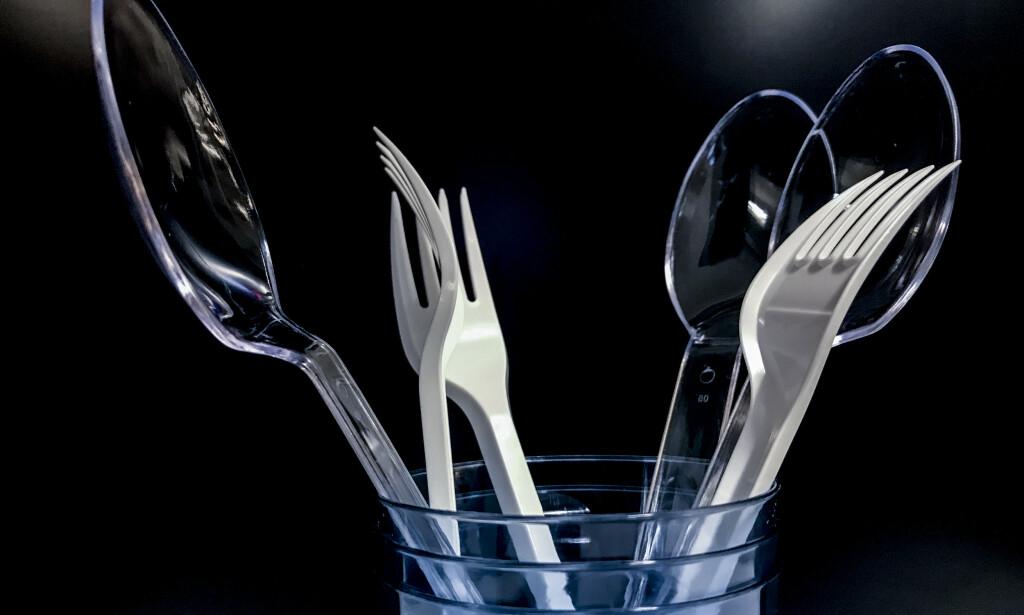 EU ønsker å forby engangsartikler av plast, som plastbestikk, plastkopper og sugerør. Foto: Stian Lysberg Solum / NTB scanpix