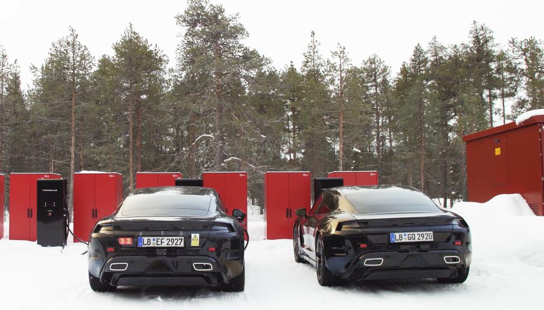 ENERGI-BOOST: Porsche har satt opp egne hurtigladere på testområdet. Foto: Ulf Thomas