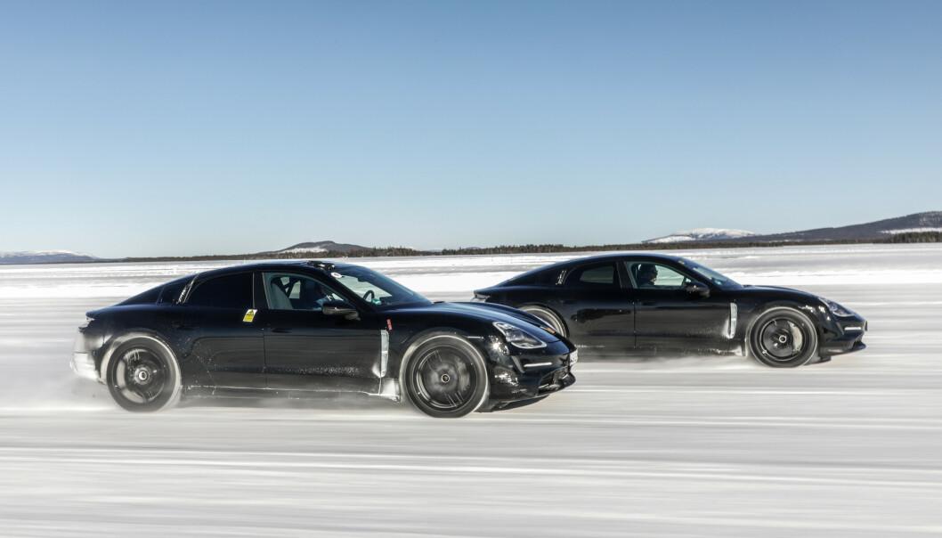 STABILT: Med firehjulsstyring blir bilen svært stabil, også i høye hastigheter. Foto: Ulf Thomas.