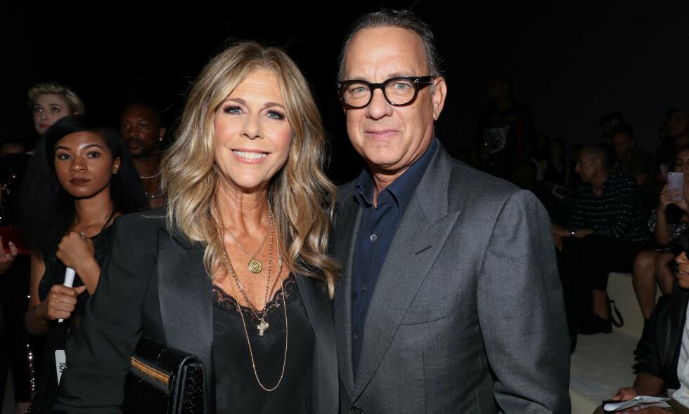 STJERNEPAR: Rita Wilson og Tom Hanks har vært gift siden 1988 og de har holdt sammen i tykt og tynt. I 2015 fjernet førstnevnte begge brystene etter at hun fikk påvist brystkreft. Nå forteller hun om den alvorlige samtalen med ektemannen. Foto: NTB scanpix