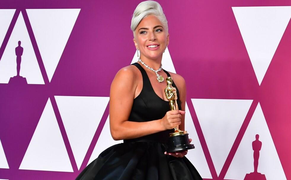 HOT I HOLLYWOOD: Det er ingen tvil om at Lady Gaga har gjort det stort i Hollywood - og i resten av verden. Her fra da hun vant Oscar i februar for «Årets beste sang» med låten «Shallow» fra filmen «A Star Is Born». FOTO: NTB Scanpix
