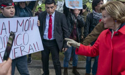 image: Demonstrasjonskaos under kongebesøk i Chile – dronningen tok grep
