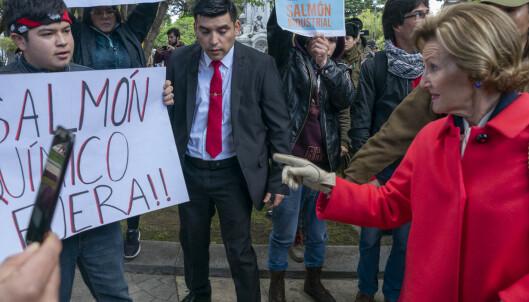 Demonstrasjonskaos under kongebesøk i Chile – dronningen tok grep