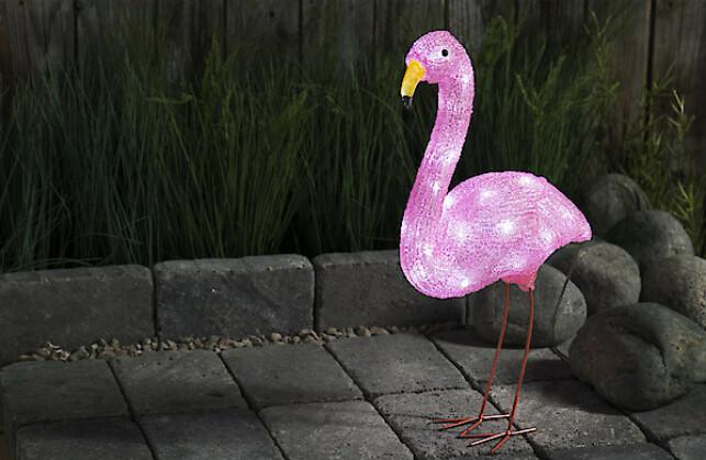SMART OG MORSOM: En lysende flamingo kan virkelig pynte opp utearealet ditt. Når det blir mørkt, tennes lyset automatisk.