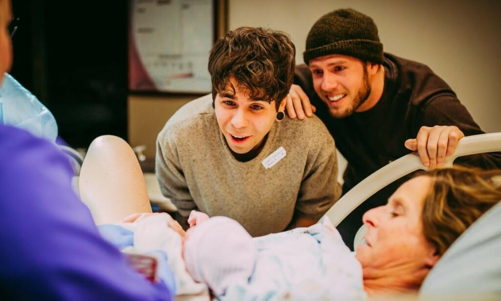 NYFØDT: Matthew og Elliot var med på fødselen til deres datter. Foto: Ariel Panowicz