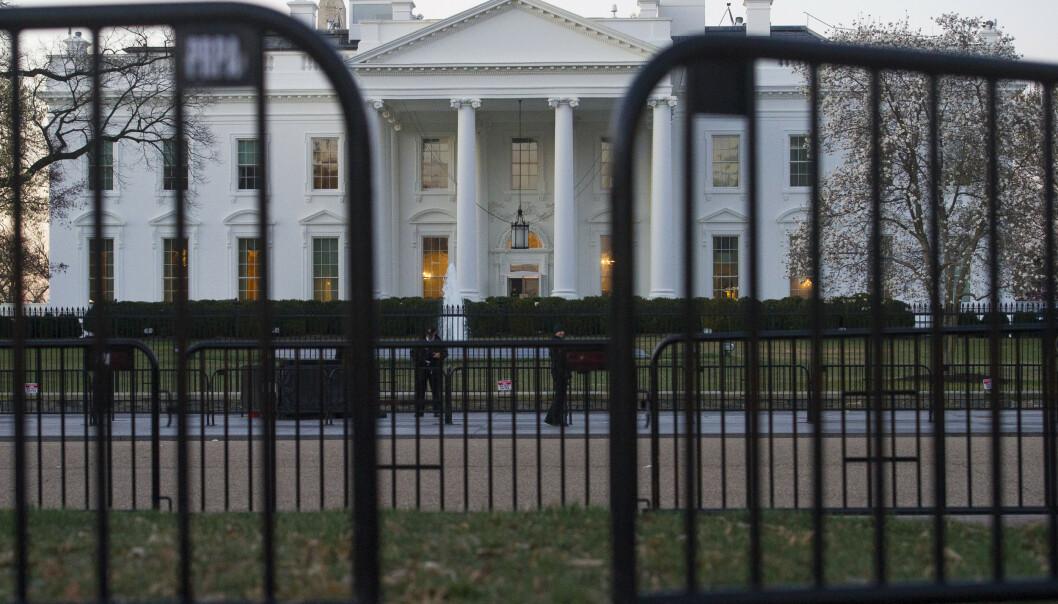 25 personer som ifølge byråkratene burde ha vært avvist, ble angivelig sikkerhetsklarert for Det hvite hus. (Foto: AP Photo/Cliff Owen).