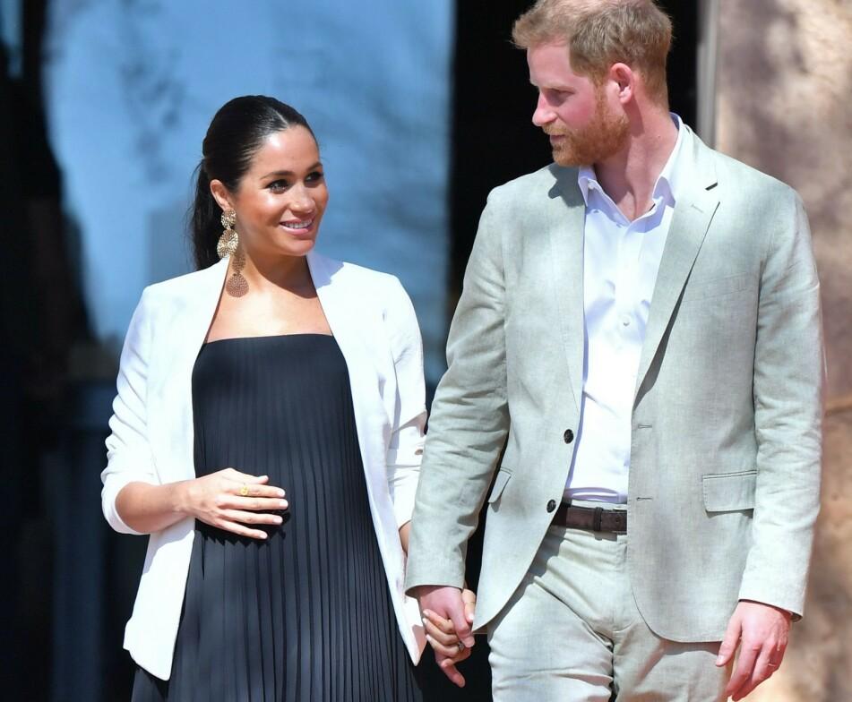 FORELDRELYKKE: I begynnelsen av mai ble hertuginne Meghan og prins Harry foreldre for aller første gang. Her fra en reise til Marokko i februar. FOTO: NTB Scanpix