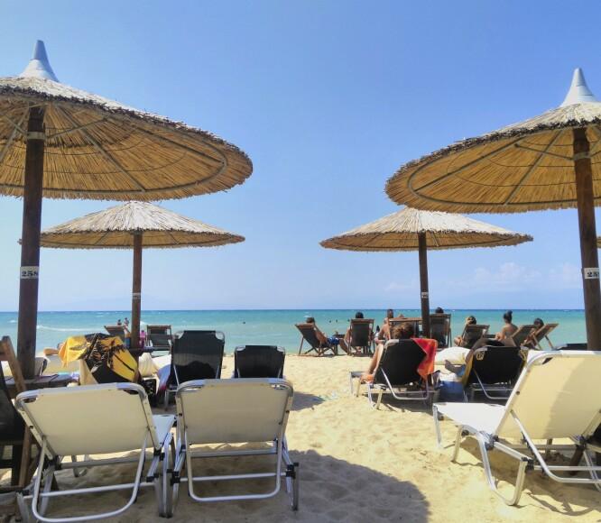FLOTTE STRENDER: Halkidiki byr på flotte strender - og steder der det er lett å nyte livet. FOTO: NTB Scanpix