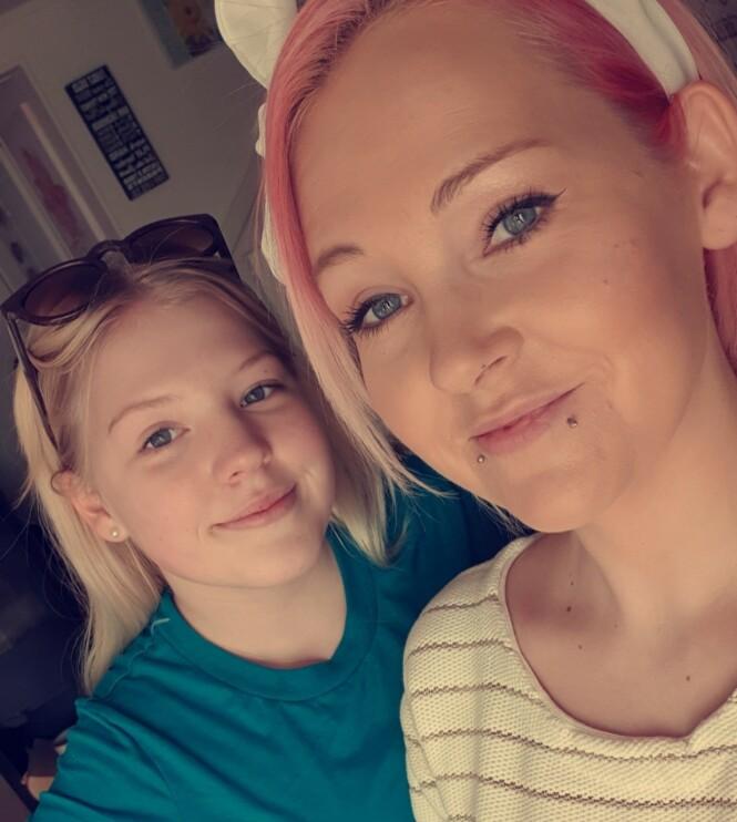 TAR DET SOM ET KOMPLIMENT: Emily (14) og mamma Iselin (32) blir ofte tatt for å være søsken. FOTO: Privat