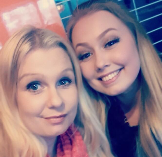 FIKK KJEFT AV TANNLEGEN: Da Charlotte (39) skulle bli med datteren Christel (22) til tannlegen, ble hun tatt for å være en venninne. FOTO: Privat