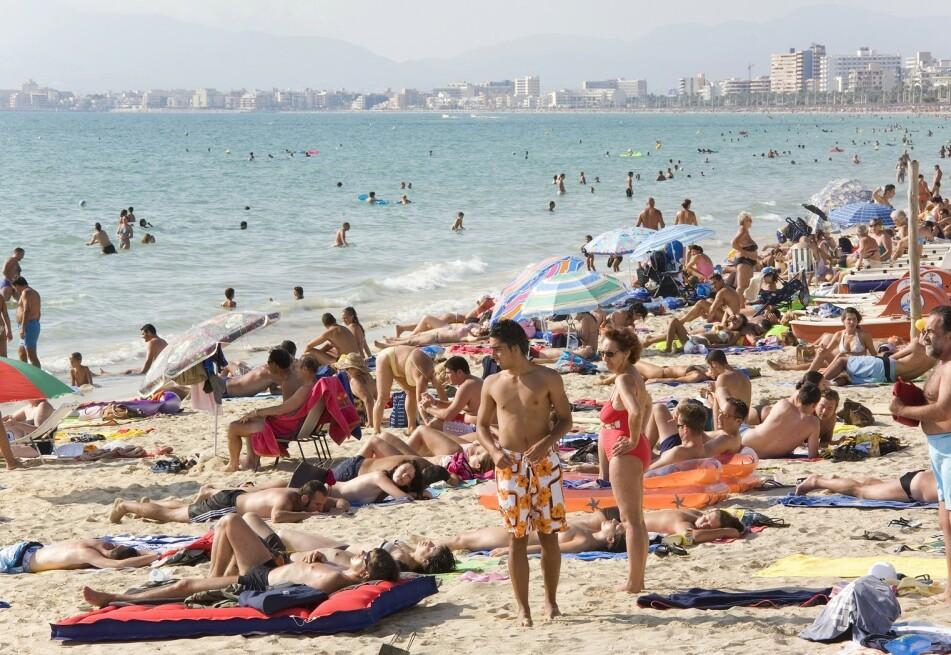 MASSETURISME: Mallorca er en vakker øy men kan være temmelig overfylt i høysesongen. Her er alternativer til de mest populære europeiske feriedestinasjonene. FOTO: NTB Scanpix