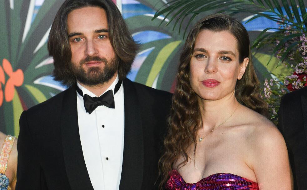 KASTET GLANS PÅ ROSEBALLET: Charlotte Casirahi og forloveden Dimitri Rassam deltok på Roseballet i Monaco sammen med hele fyrstefamilien. FOTO: NTB Scanpix