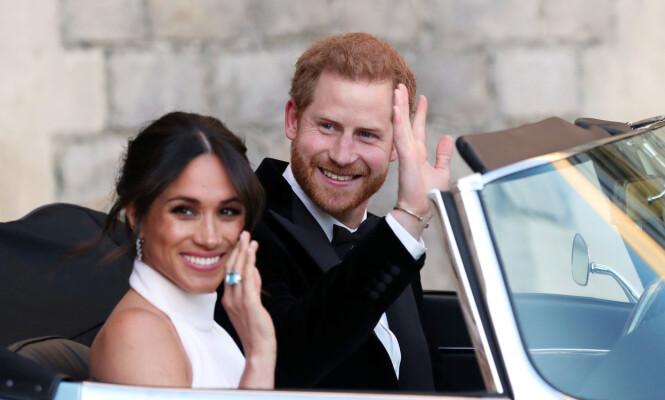 HEDRET SVIGERMOR: I forbindelse med bryllupsfesten bar Meghan denne nydelige ringen med turkis sten. Ifølge Harper's Baazar var ringen fra avdøde prinsesse Diana. Foto: NTB Scanpix