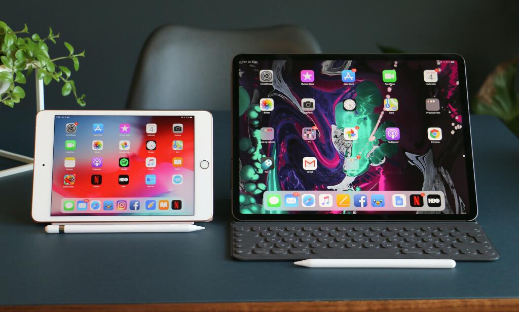 MINI OG MAXI: Lille iPad mini på 7,9 tommer ser nesten ut som en iPhone ved siden av iPad Pro på 12,9 tommer. Ser dere forresten hvordan iOS kommer mer til sin rett på den mindre skjermen? Foto: Kirsti Østvang