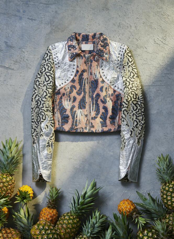 ANANASBLADER: Denne jakken kan lages ved å bruke cellulosefiber fra ananasblader. Foto: H&M
